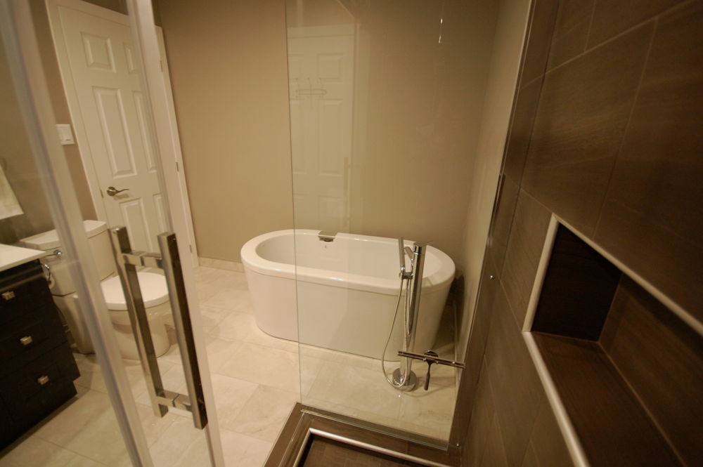 Bathroom soak tub kitchens and bathrooms first for First bathrooms